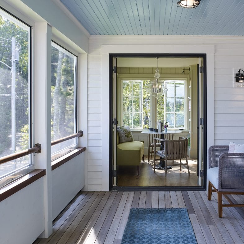 Screened in porch and cozy breakfast nook at Capitol Island