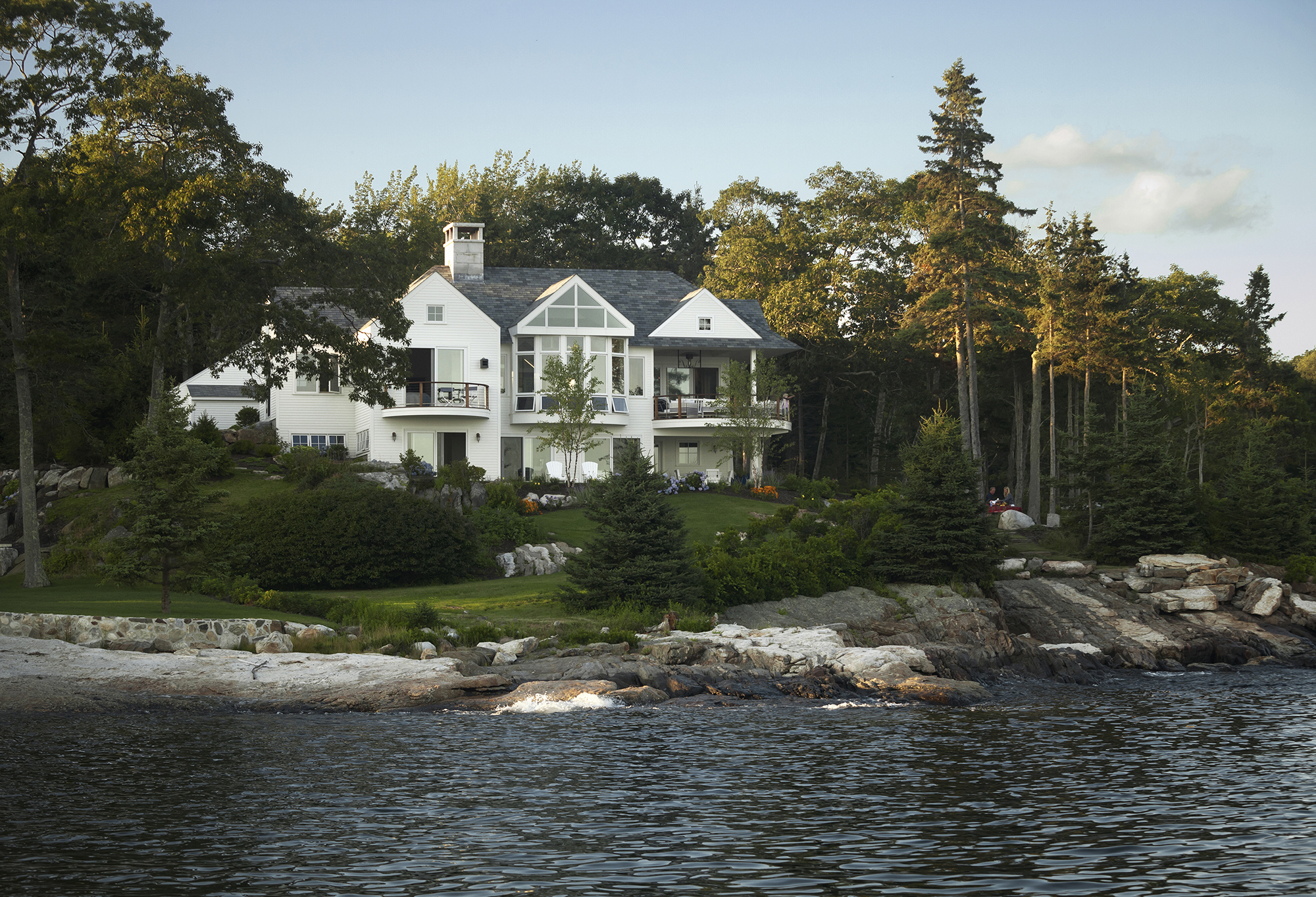knickerbocker-group-project-ocean-cliff-maine-estate-family-home-bunkhouse-coastal-living