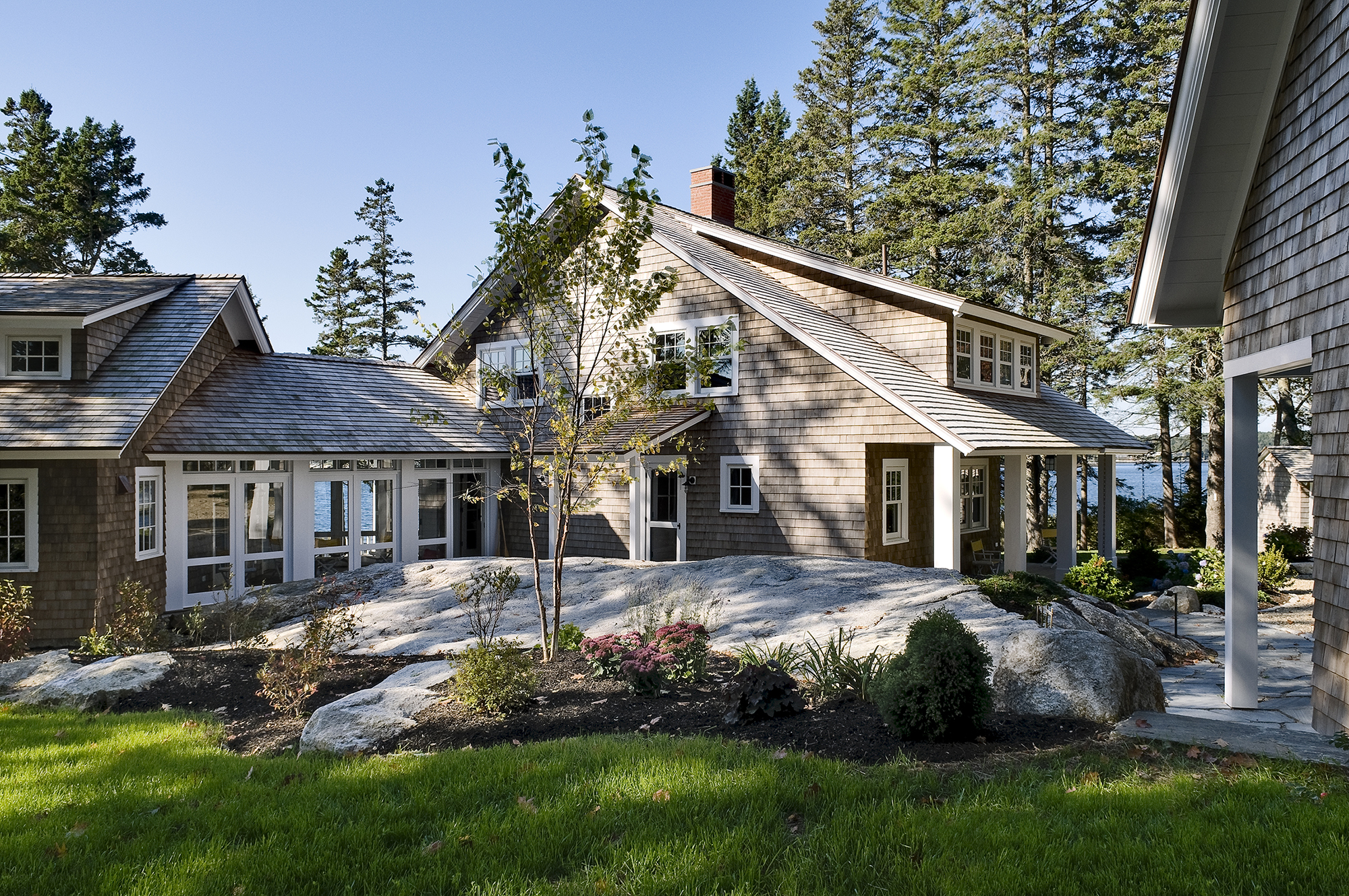 knickerbocker-group-project-grandview-whitten-cottage-maine-coastal-home